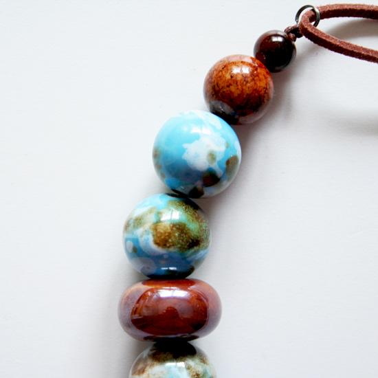 Naszyjnik z marmurkowych i ceramicznych koralików
